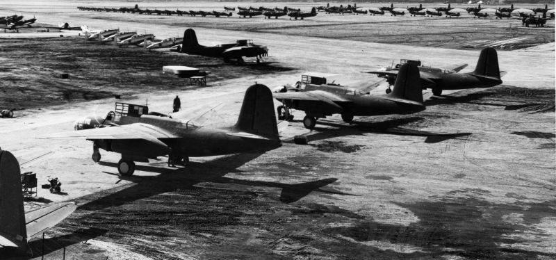 Американские самолеты А-20 «Бостон» готовы к приемке технической комиссией и летчиками из СССР. База ВВС Abadan Field, Иран. 1942 г.