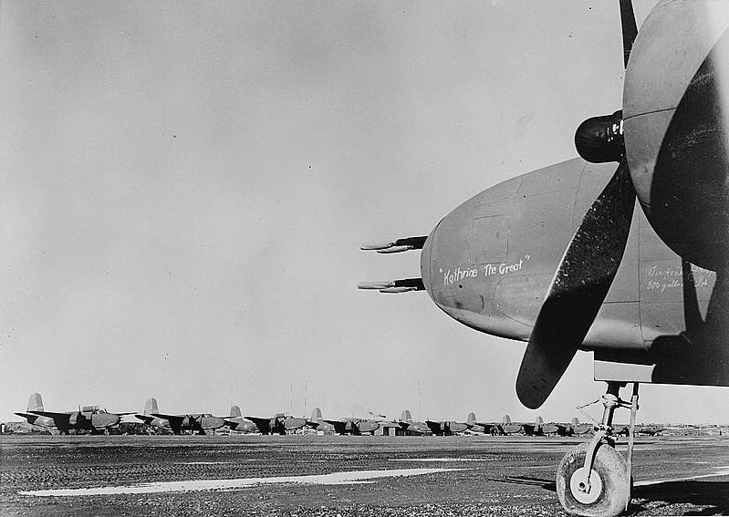 А-20 на перегонном аэродроме Номе. Аляска, 1943 г.