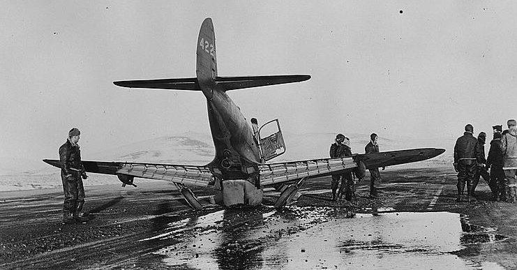 Авария истребителя на аэродроме в Номе. Аляска 1943 г.