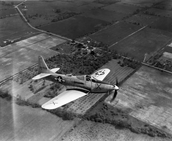 Американский истребитель Белл P-63 «Кингкобра», поставляемый в СССР. 1943 г.