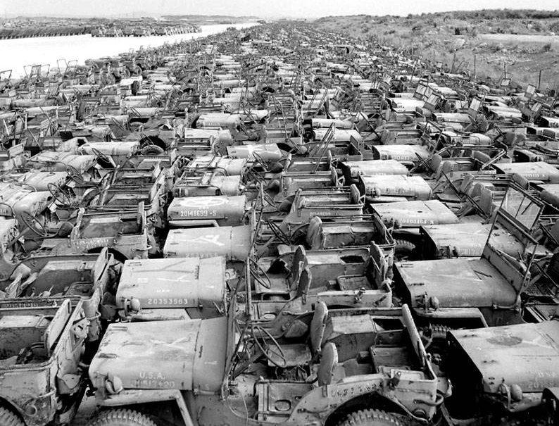 Партия внедорожников «Виллисов» подготовленная к отгрузке в СССР. 1943 г.