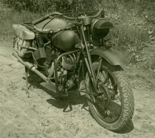 Американский мотоцикл Indian 741- B, поставляемый по Ленд-лизу в СССР. 1943 г.