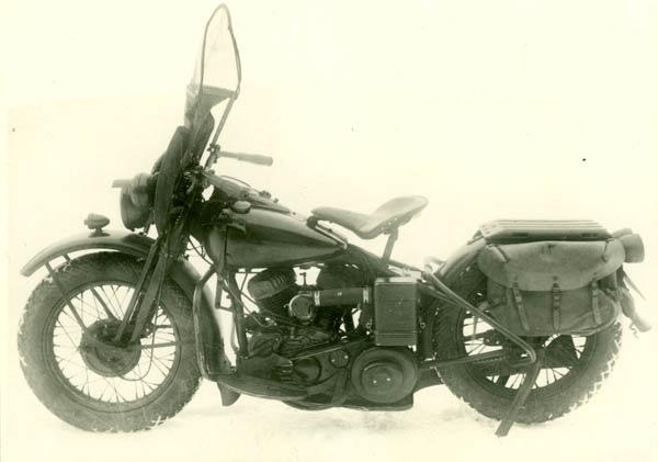 Американский мотоцикл Harley-Davidson WLA-42, поставляемый по Ленд-лизу. 1943 г.