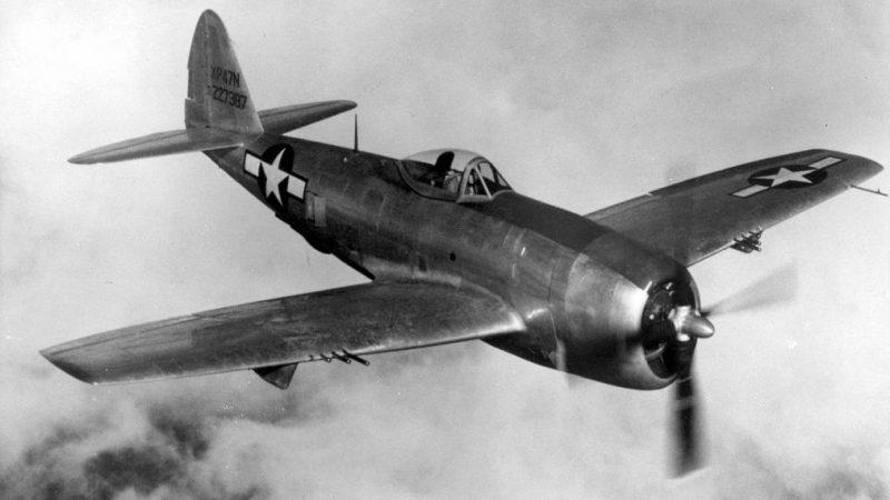 Истребитель –бомбардировщик Рипаблик P-47 «Тандерболт», поставляемый в СССР. 1944 г.