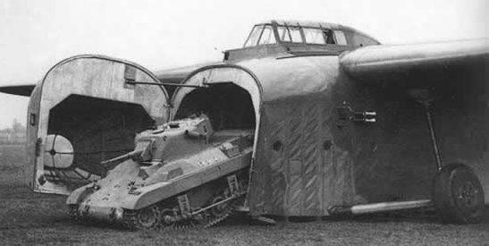 Американский лёгкий аэромобильный танк M-22 на службе в английской армии. 1944 г.