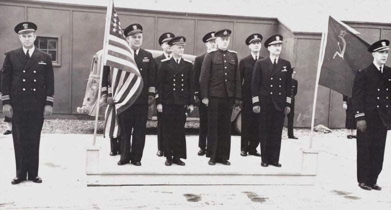 Церемония прибытия контр-адмирала Попова и его штаба в Колд-Бэй на Аляске для получения кораблей США. Апрель 1945 г.