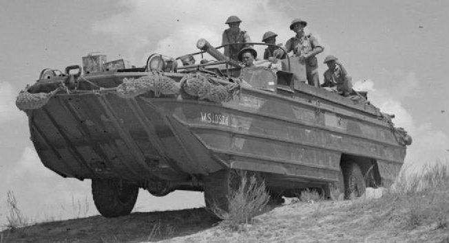 Американская амфибия DUKW в Британской армии в Северной Африке. 31 августа 1943 г.