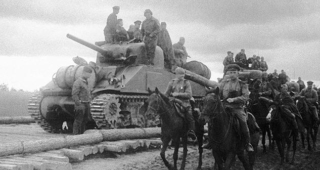 Американские танки «Шерман», поставленные по Ленд-лизу на Юго-Западном фронте. 1943 г.