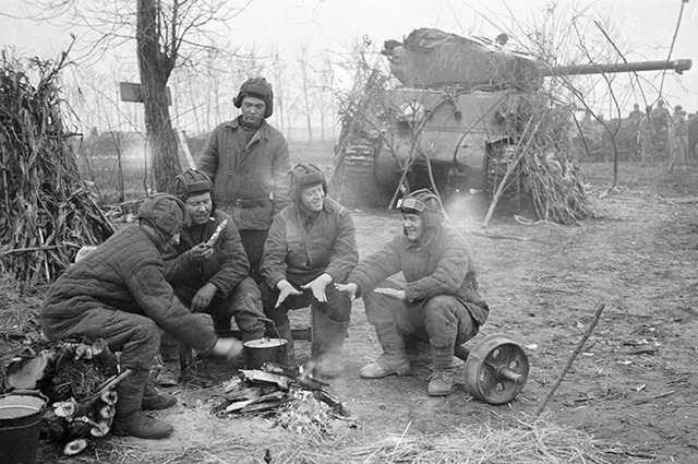 Танк «Шерман», поставленный по Ленд-лизу США. 1-й Прибалтийский фронт, 1944 г.