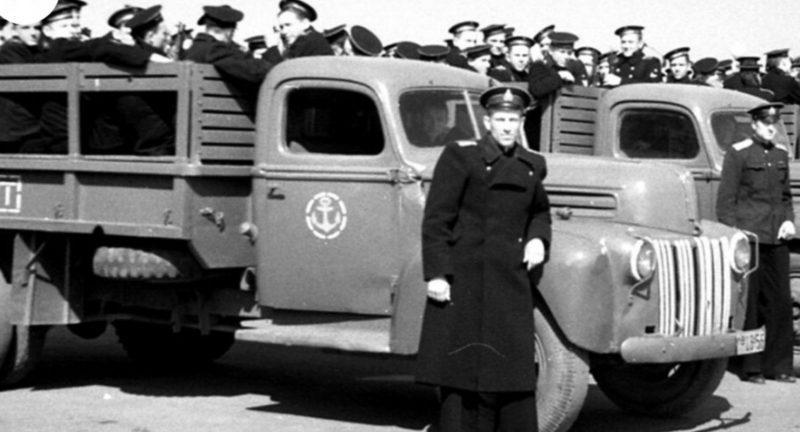 Американский грузовой автомобиль CCKW на службе в Советском ВМФ. 1944 г.