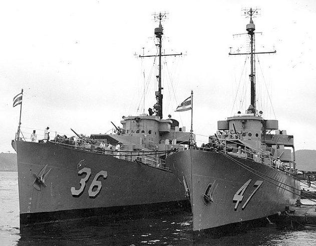 Американские патрульные фрегаты USS Glendale (PF-36) и USS Gallup (PF-47), ставшие советскими ЭK-6 и ЭK-22. Июнь 1945 г.