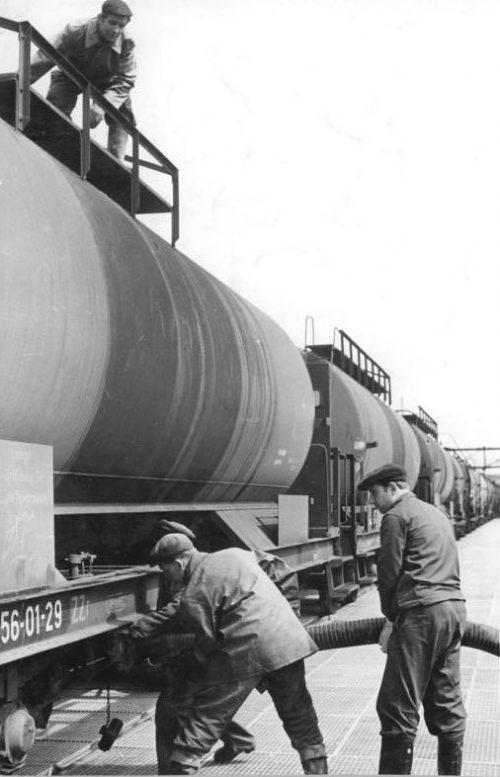 Железнодорожные цистерны, поставляемые по Ленд-лизу. 1945 г.